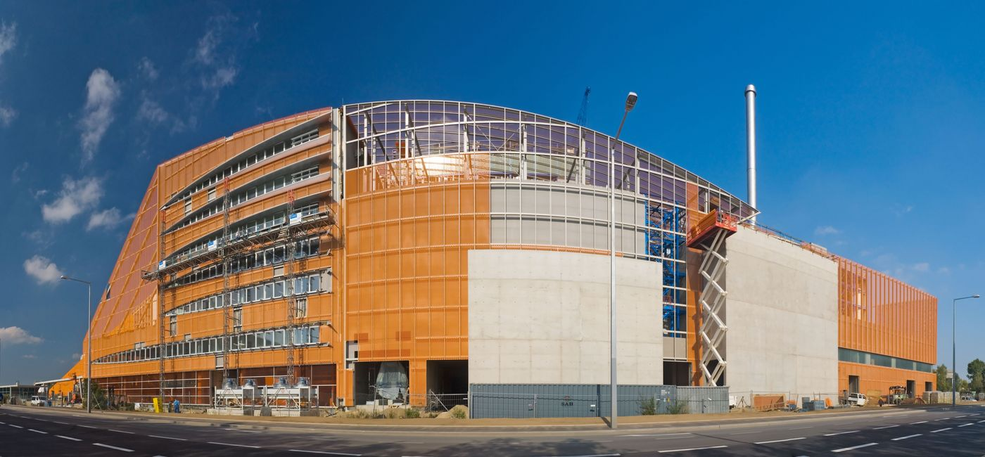 Photo: Pfaffenau Waste Incineration Plant: Exterior view with distinct facade accentuated by orange expanded metal