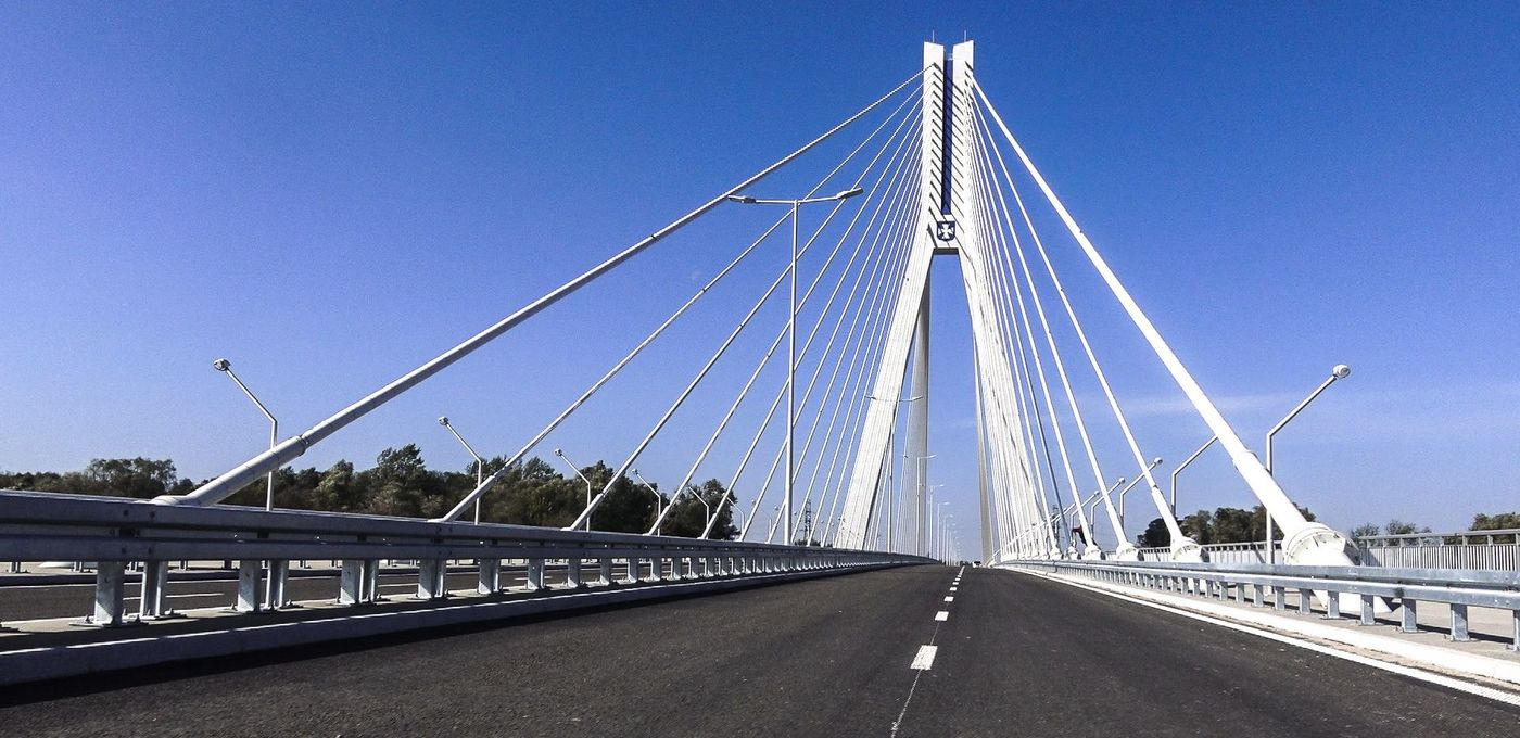Photo: Rzeszów stay-cable bridge: longitudinal view of two lanes of the bridge; cables running towards the ends of the 108-m-tall pylons above