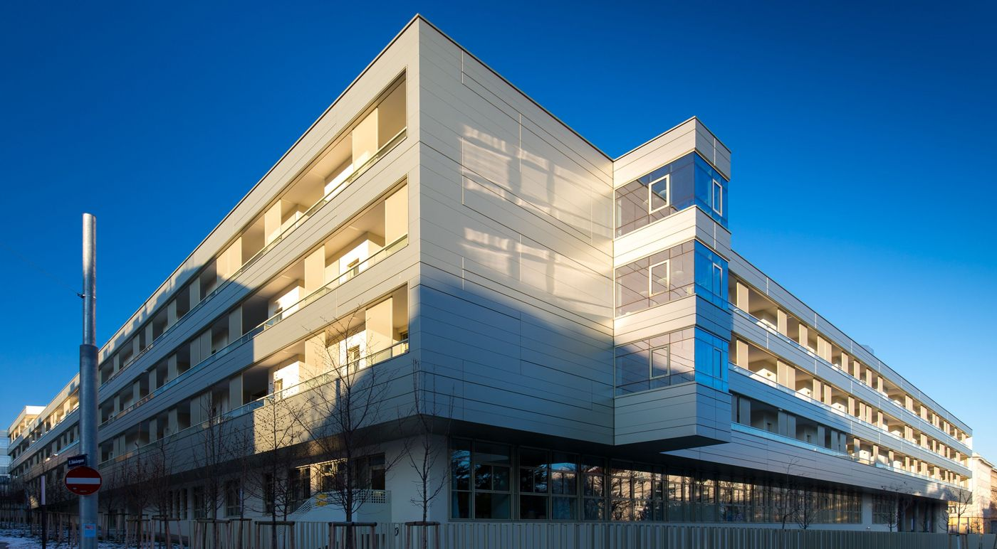 Photo: Rudolfsheim Residential Care Home: Exterior view with street-side metal facade